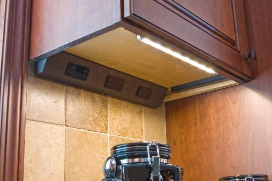 Incroyable Undercabinet Plugmold 039