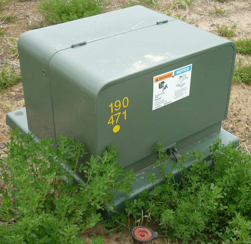 for pad mounted transformer secondary side, pulling wire no ground wire required?-4624935949_5d81aacfbe_b.jpg