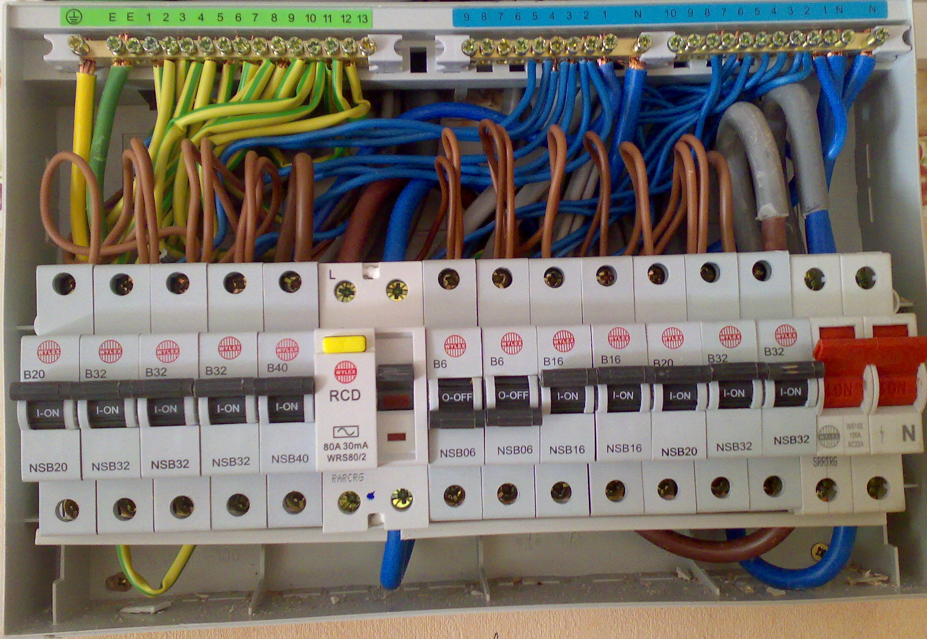 Strong Delusion About Afcis Page 6 Electrician Talk Afcicircuitbreakerboxjpg Consumer Unit