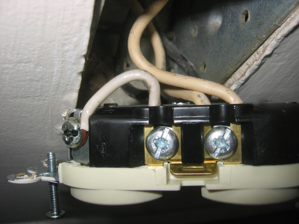 Bootleg neutral? - Electrician Talk - Professional Electrical ...