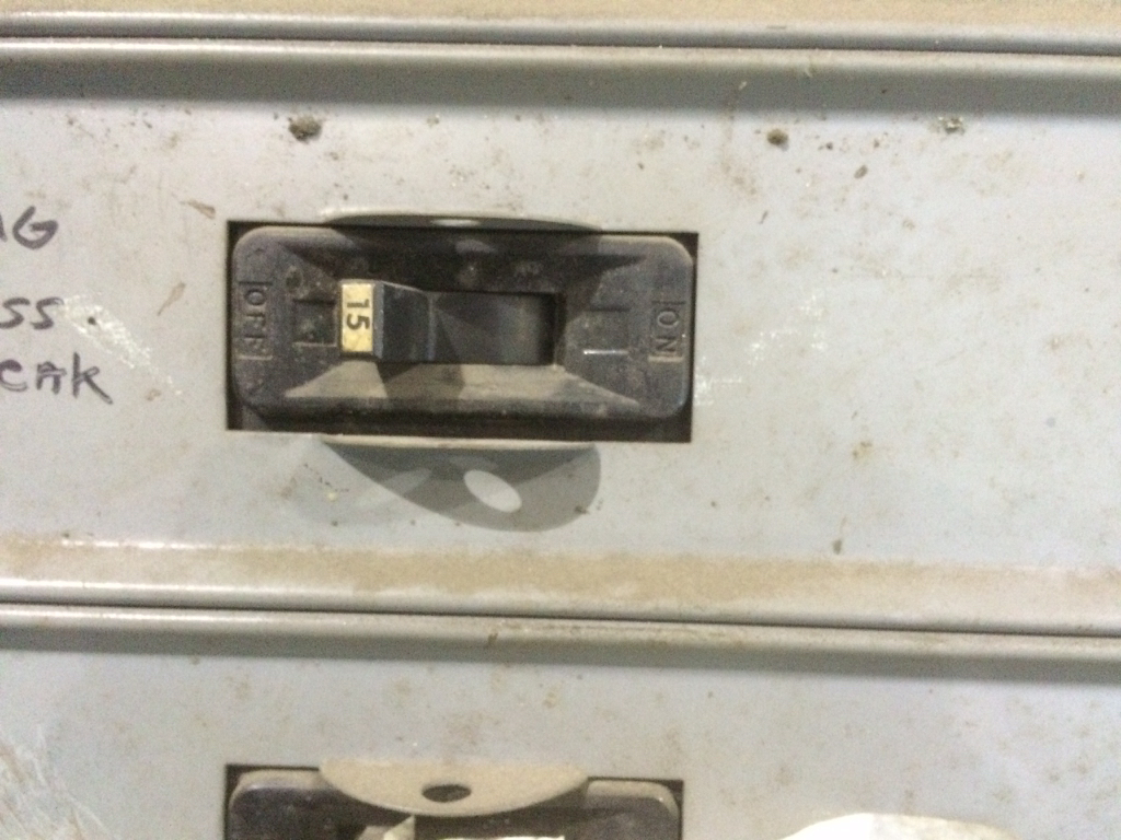 Old 480 breaker in stand up panel - anyone recognize?-imageuploadedbyelectriciantalk.com1421918170.259399.jpg